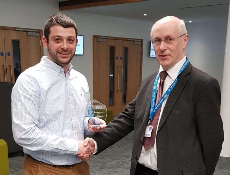 Ioannis Fragkopoulos receives his Best Presenter prize from Professor Graeme White